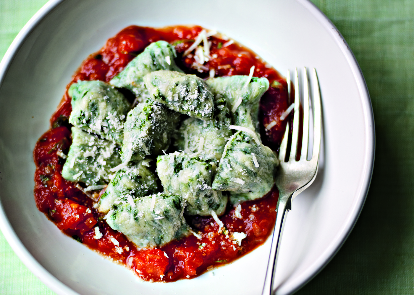 Spinach, ricotta and parmesan gnocchi with tomato sauce | FOODWISE