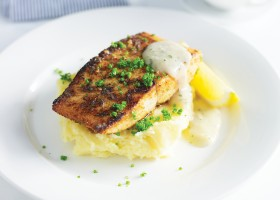 BACKGROUND Pan Fried Kingfish with Creamy Mash Potatoes and Pan Gravy