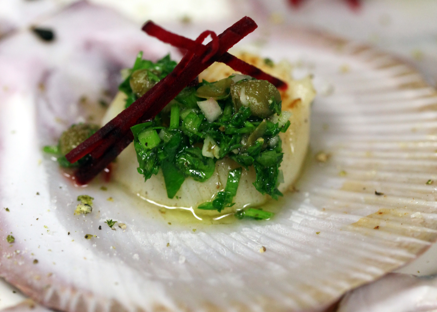 Seared scallops with salsa verde and beetroot | FOODWISE
