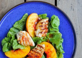 {5 ingredients} Grilled Turkey and Peach Salad