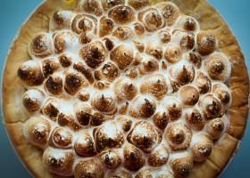 Background Lemon meringue pie